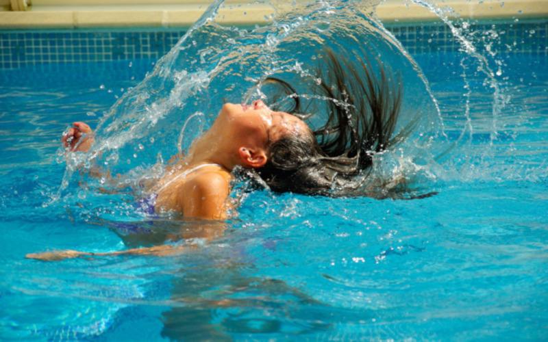 プールの塩素は水道水よりきつい?咳が止まらない?